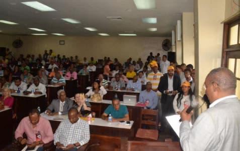 Candidato a rector UASD expone sus planes de trabajo ante profesores