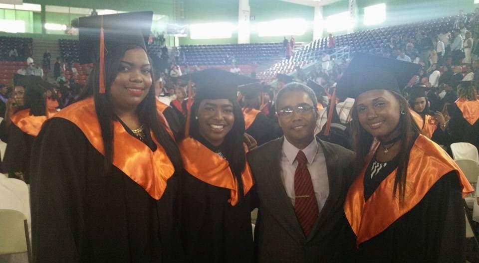Universidad O&M gradúa 557 nuevos profesionales