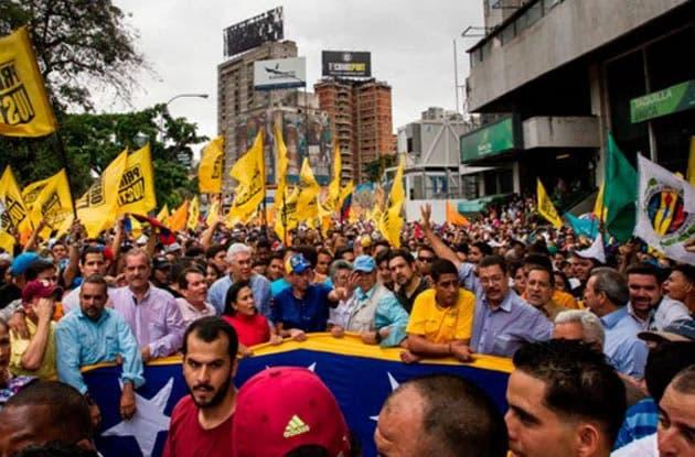 """Ramos Allup, reanudó el debate, que podría abordar la apertura de un """"juicio político"""" contra Maduro/Fuente externa."""