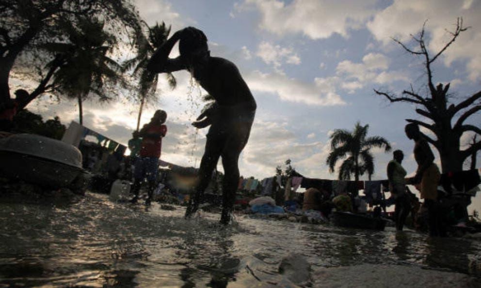 Urge agua potable para evitar epidemia cólera entre víctimas huracán en Haití