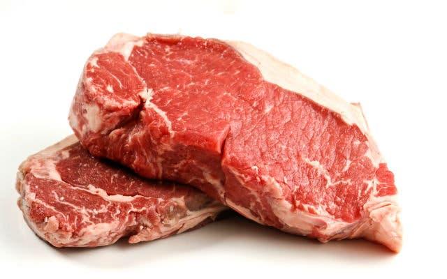 Dos hombres fueron apresados por presuntamente robar casi cinco mil libras de carnes de hotel