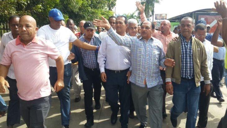 Choferes van a Industria y Comercio a protestar por eliminación de subsidio
