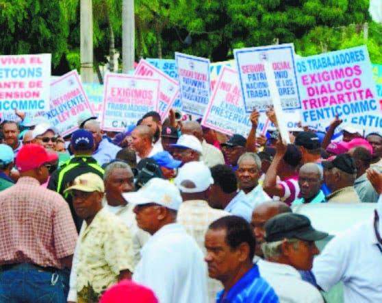 Marchan en contra de modificación a Seguridad Social
