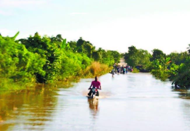 Desplazados por lluvias aumentan a 14310, según el COE