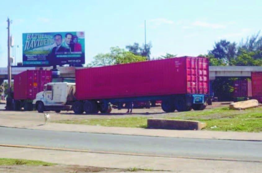 Vehículos pesados que salen muelle Haina provocan caos