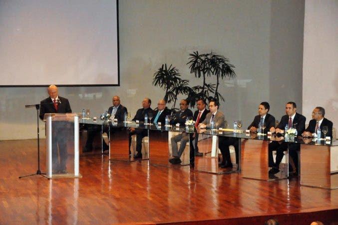 SANTIAGO.- La ACIS entregó el premio a la excelencia empresarial de la región, en la cual disertó el expresidente Hipólito Mejía.   HOY    Rafael Vargas Molina