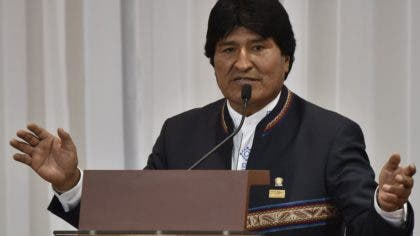 Bolivia's President Evo Morales delivers a speech after signing a joint statement in the framework of the II Bilateral Meeting of Presidents and Ministers of Bolivia and Peru in Sucre, Bolivia, on November 4, 2016. Kuczynski supports the bi-oceanic Brazil-Peru train through Bolivia, he said upon arriving in Sucre. / AFP / AIZAR RALDES