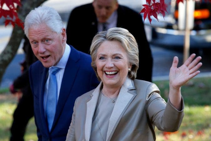 Democratic presidential nominee Hillary Clinton and former President Bill Clinton greet supporters after casting their ballots in Chappaqua, New York on November 8, 2016. / AFP / EDUARDO MUNOZ ALVAREZ