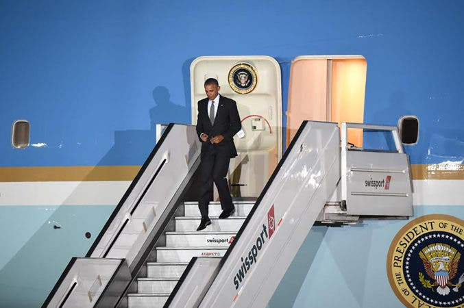 US President Barack Obama disembark upon his arrival at Jorge Chavez International Airport in Lima to attend the Asia-Pacific Economic Cooperation (APEC) Summit on November 19, 2016. The summit of top world leaders was urged to defend free trade from rising protectionism after Donald Trump's election victory stoked fears that years of tearing down barriers to global commerce could be reversed.   -   / AFP / LUKA CONZALEZ