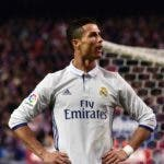 Real Madrid's Portuguese forward Cristiano Ronaldo celebrates in front of Atletico's supporters after scoring his third goal during the Spanish league football match Club Atletico de Madrid vs Real Madrid CF at the Vicente Calderon stadium in Madrid, on November 19, 2016. / AFP / GERARD JULIEN