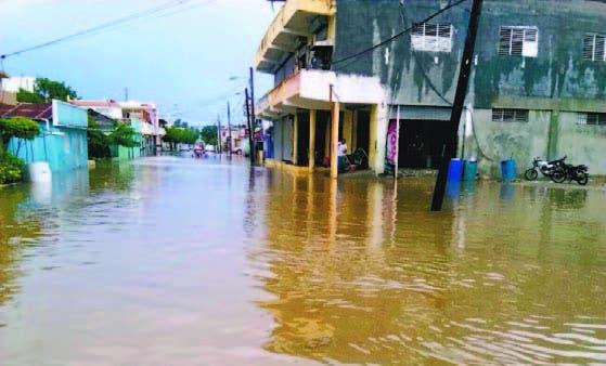 Suben a 10,285 los desplazados por las lluvias; cuatro provincias se mantienen en alerta roja
