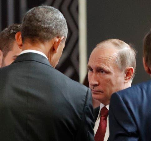 U.S. President Barack Obama, left, talks with Russia's President Vladimir Putin at the opening session of the Asia-Pacific Economic Cooperation (APEC) in Lima, Peru, Sunday, Nov. 20, 2016. (AP Photo/Pablo Martinez Monsivais)