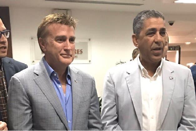 Adriano Espailla junto a Brewster
