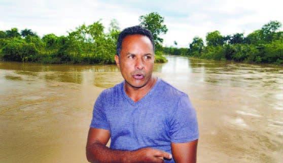 César Rojas, comunitario de Las Gordas, muestra el río Boba ayer