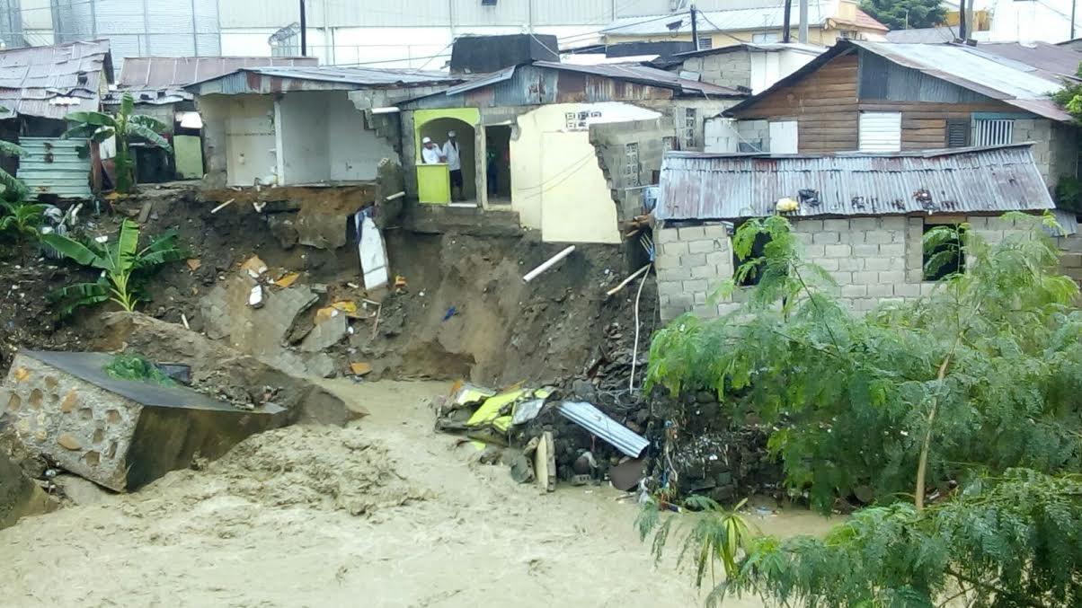 Suben a 14,310 los desplazados por lluvias; se mantienen 15 provincias en alerta