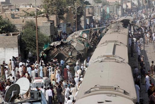 Al menos 20 muertos y 50 heridos en el choque de dos trenes en Pakistán