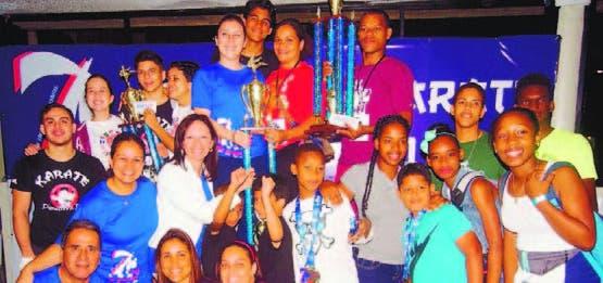 El equipo de Karate del club Naco se coronó campeón en justa