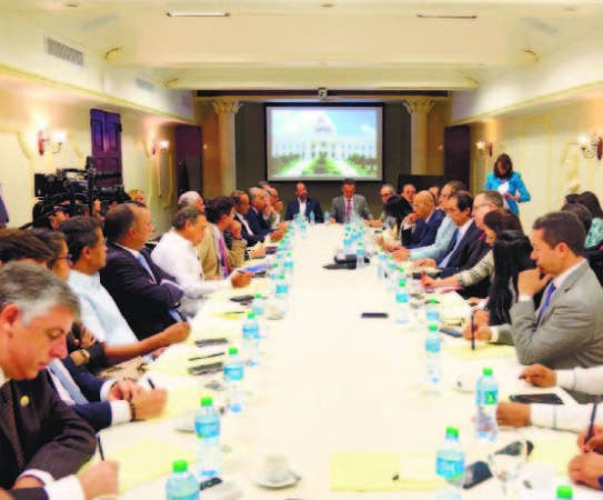 El ministro Gustavo Montalvo encabezó la reunión