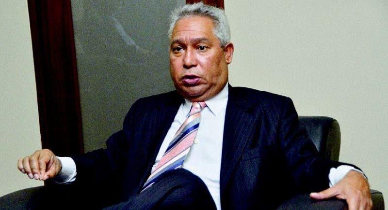 El ministro de Economía, Planificación y Desarrollo, Isidoro Santana, entrevistado en su despacho