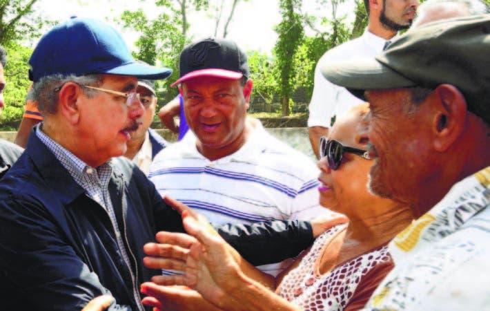 El presidente Danilo Medina conversó con la gente que conoce los males que sufrieron los territorios