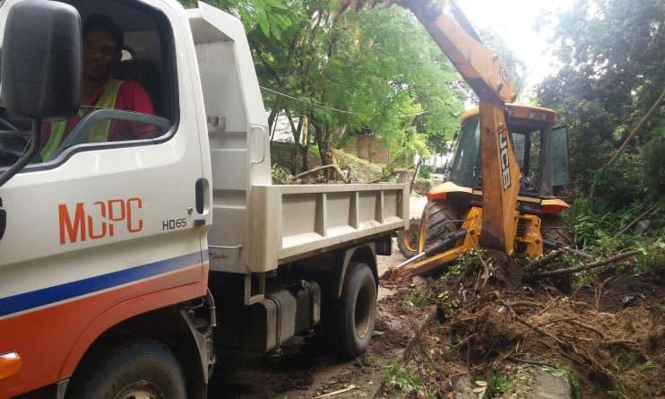 Obras Públicas dice trabaja en la remoción de escombros y lodos en Puerto Plata