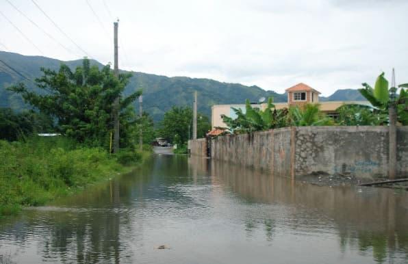 Nueve provincias siguen en alerta por lluvias; cifra de desplazados se reduce a siete mil 675
