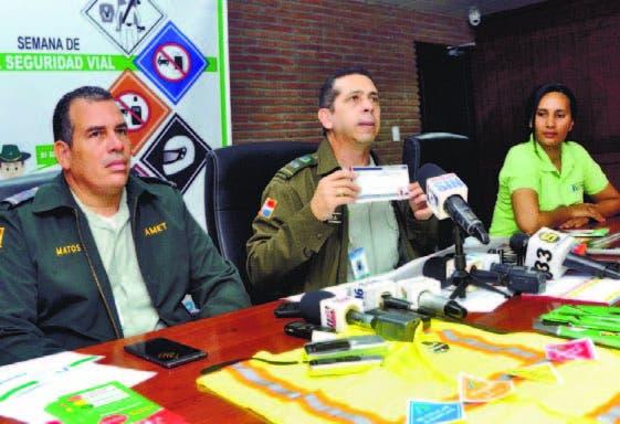 Jorge Aquino Frías; el vocero Amet, Diego Pesqueira, y Alexandra Ce deño