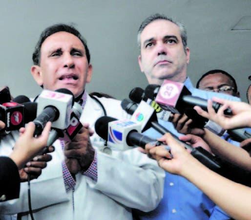 Luis Abinader junto al doctor Antonio Cruz Jiminián