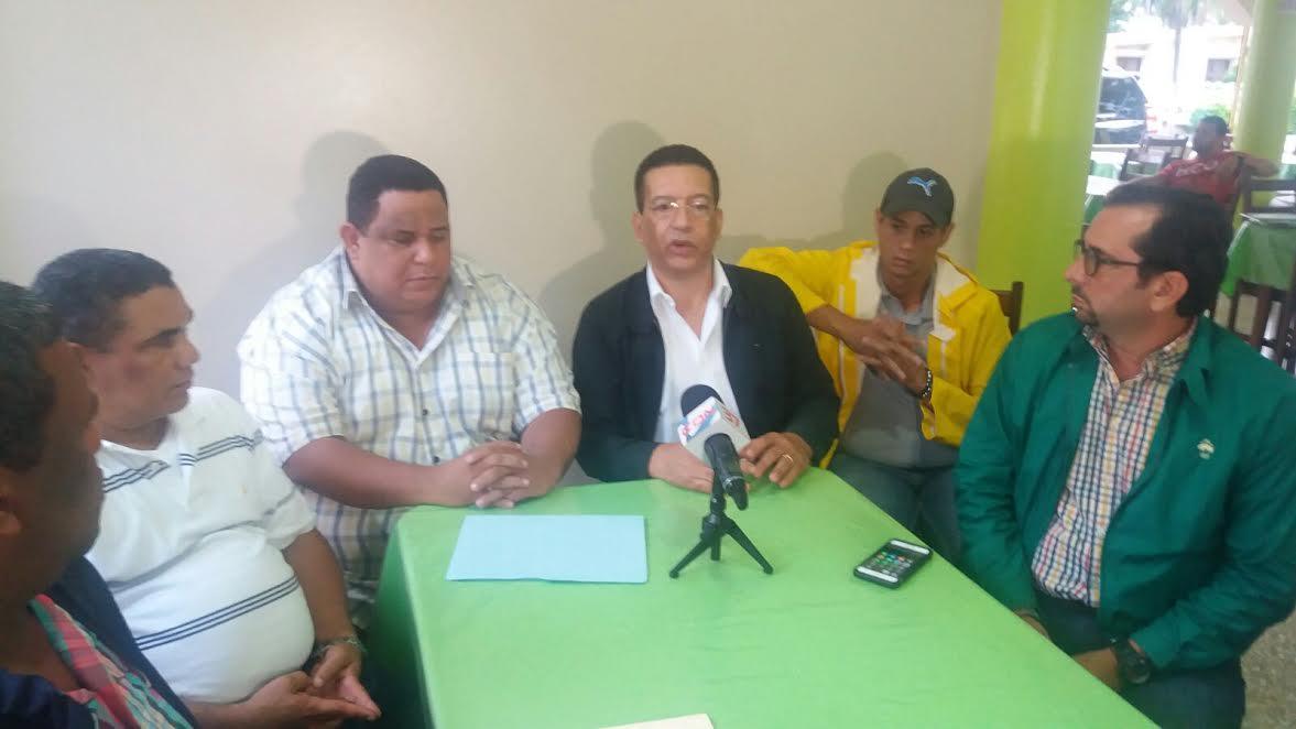LMD entrega recursos y combustibles a alcaldes de zonas afectadas por lluvias