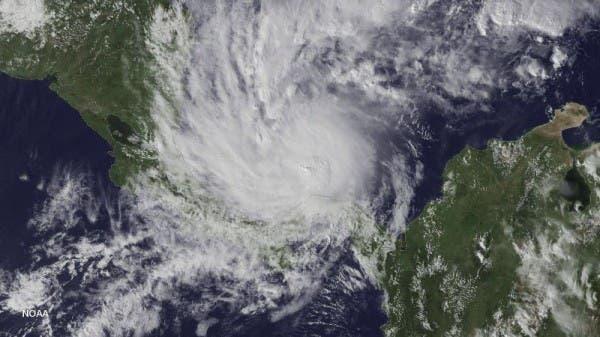 Huracán afecta a 214 comunidades costarricenses a pocas horas de su llegada