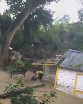 Crecida de Arroyo Gurabo provoca inundaciones en sectores de Santiago