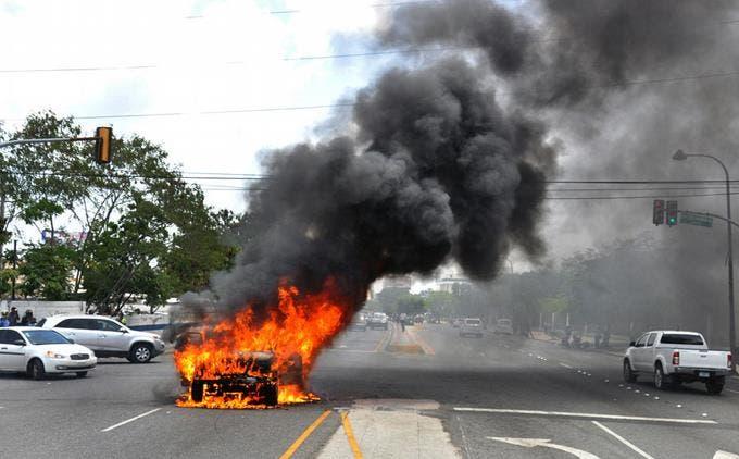 se-incendia-vehiculo-en-plena