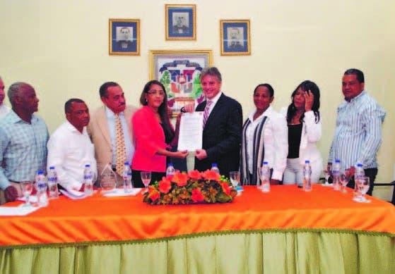 Bayaguana avanza prestación de servicios municipales de mano BM