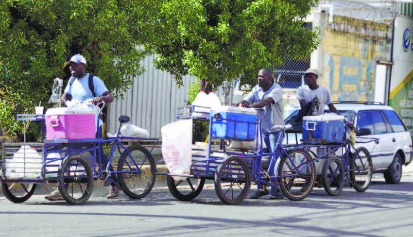 La vida es posible: haitianos hacen de todo para sobrevivir en el país