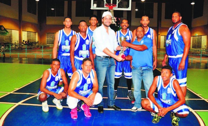 Pueblo Centro ¡Campeón! Torneo Basket de Monte Plata