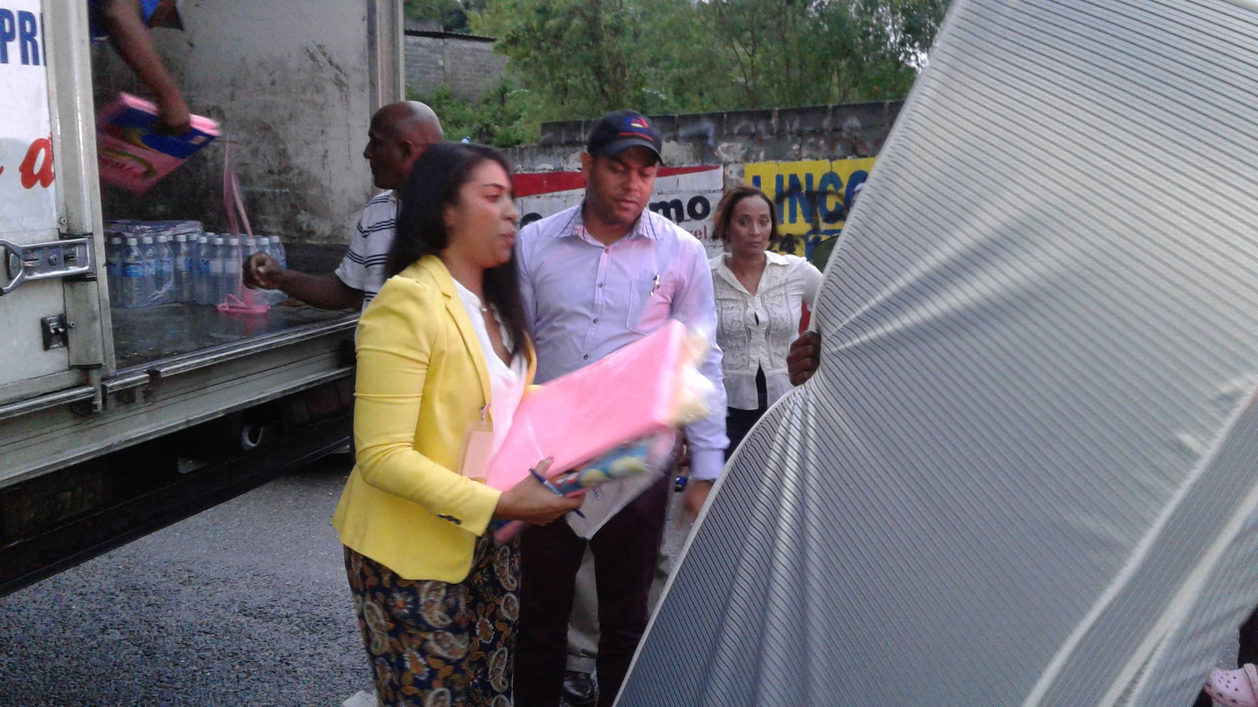 Gobierno lleva ayuda a familias afectadas por incendio en Los Ríos