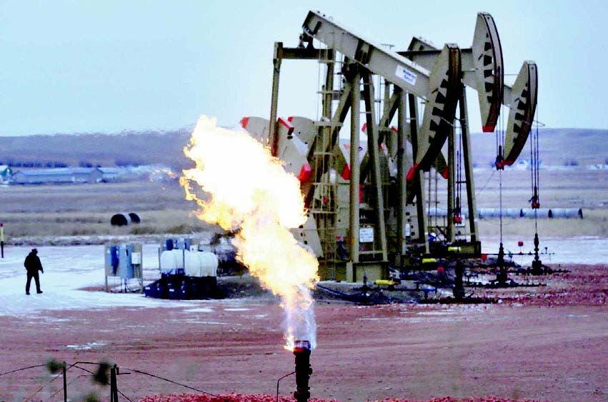 Prevén precio petróleo podría caer a 10 dólares el barril
