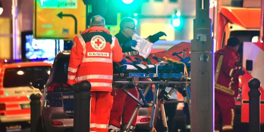 Camión que irrumpe en mercado en Berlín causa al menos 9 muertos