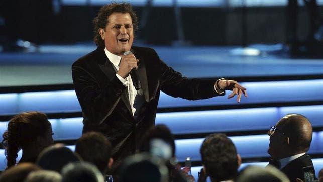 Cantante colombiano Carlos Vives rinde homenaje al Chapecoense en concierto