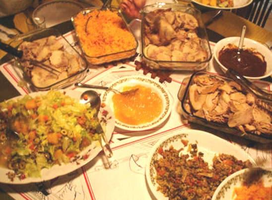 Salud Pública exhorta comer de manera moderada en Navidad