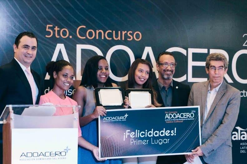 Equipo de estudiantes de la UNPHU gana concurso de diseño de acero