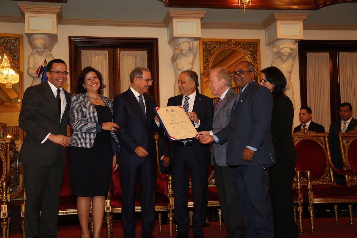 Huchi Lora es el Premio Nacional de Periodismo