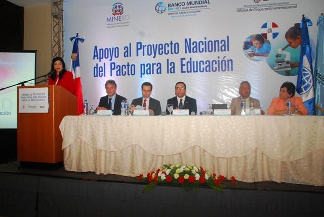 Ministro de Educación, Andrés Navarro, y Directora OCI, Rosa María Kasse (Mery) explican alcance Proyecto Nacional de Apoyo al Pacto para la Educación