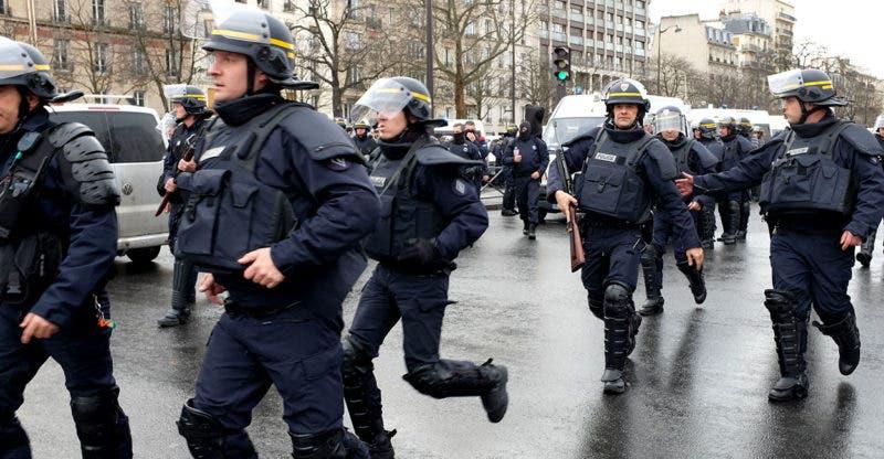 El Gobierno francés va a movilizar a 96.000 personas entre policías, gendarmes y militares para garantizar la seguridad de los festejos. Fuente externa.