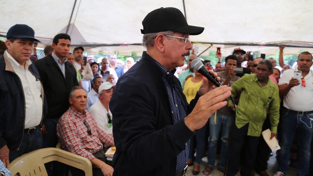 El presidente Danilo Medina ante cientos de productores de Neyba e Independencia a los cuales presentó el proyecto de desarrollo sostenible en la comunidad Guayabal. Fuente externa 11/12/2016