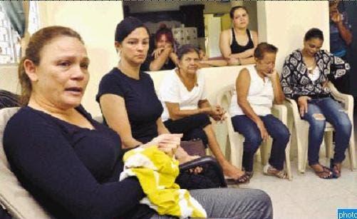 Kenia Peña, junto a familiares y vecinos, habla de su indignación.