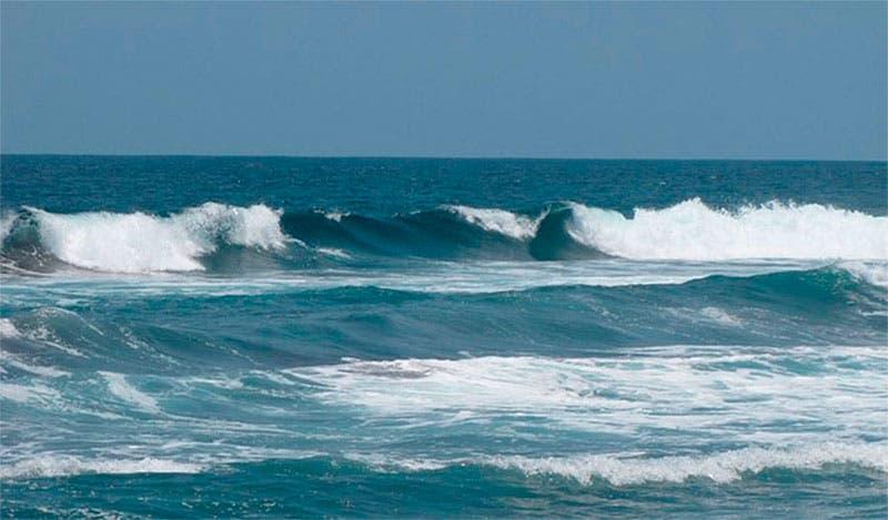 COE mantiene alerta verde en todas las costas del país por oleaje