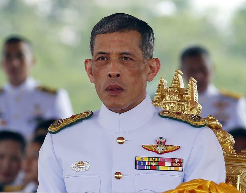 El nuevo rey de Tailandia efectúa su primer viaje oficial