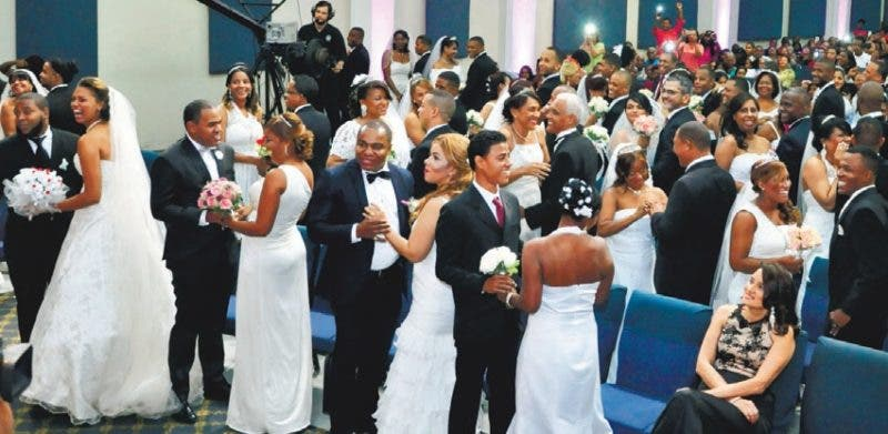 En boda colectiva, 65 parejas contrajeron matrimonio