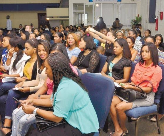 Estudiantes Unev celebran culto de acción de gracias